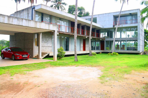 Pannipitiya Kottawa Sri Lanka property house hotel for sale bed room, garden and car park
