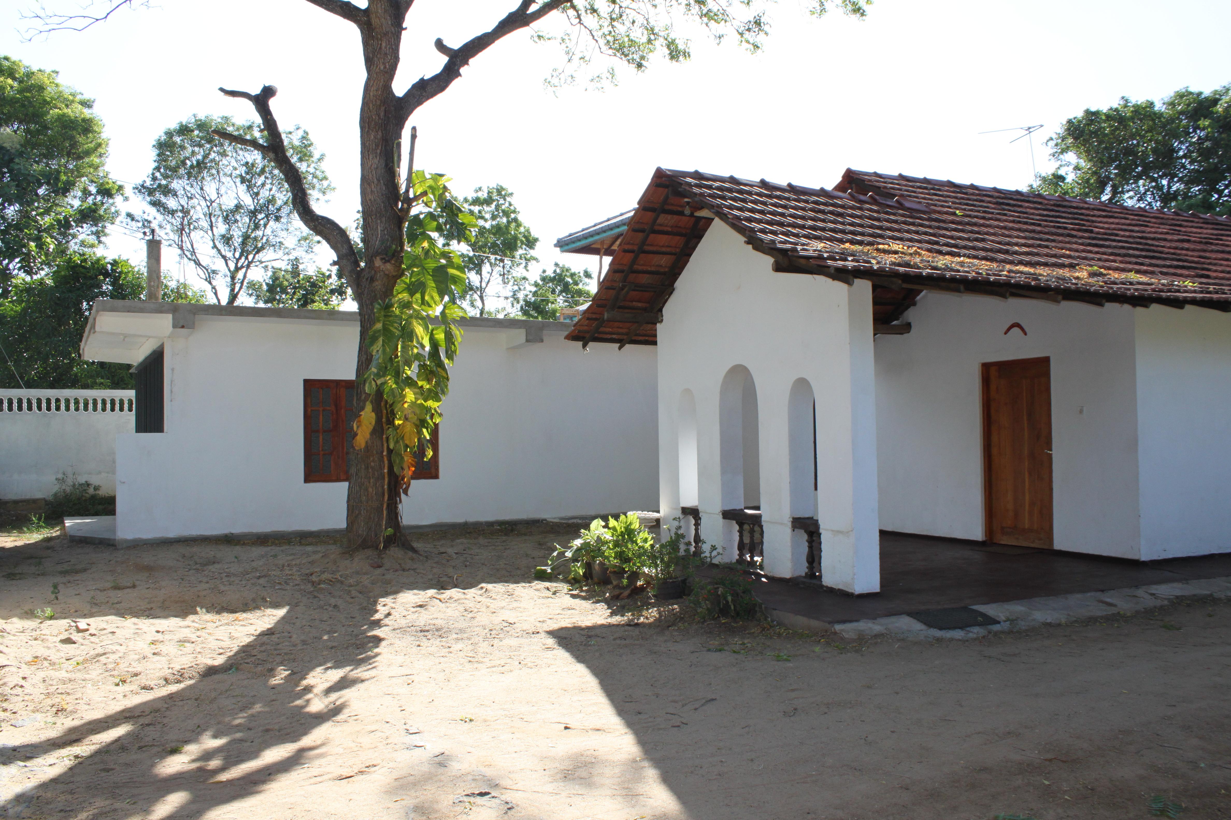Thanamalwila Sri Lanka House for Sale 2 buildings